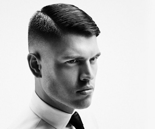 Taglio capelli uomo stile marines