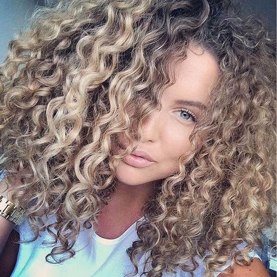 Risultati immagini per capelli ricci donna idee