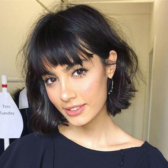 Foto capelli con frangetta