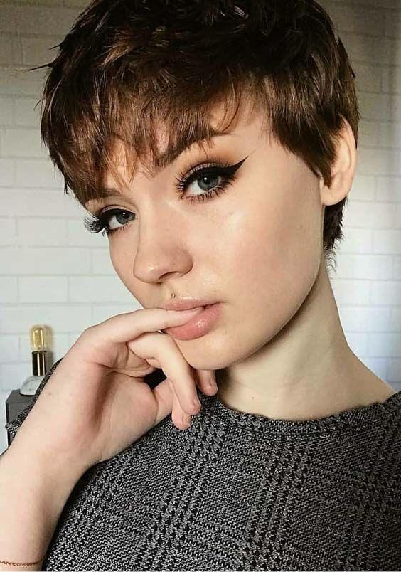 Foto capelli corti con frangetta