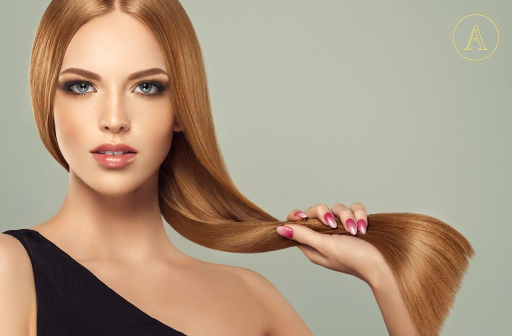 proteggere i capelli colorati in estate