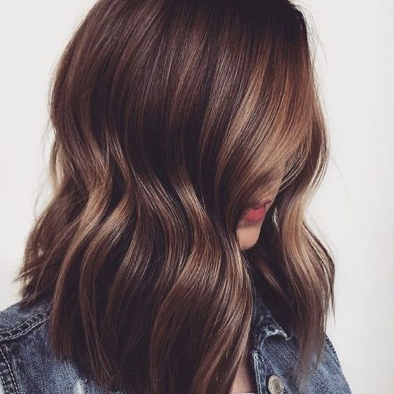 capelli castani con riflessi caldi