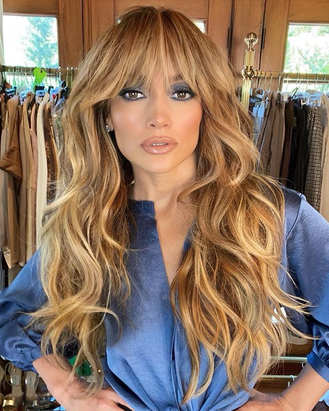 capelli lunghi con frangia